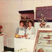 Owners Birgit and Jeanne at the Cafe Selmarie front counter in 1983